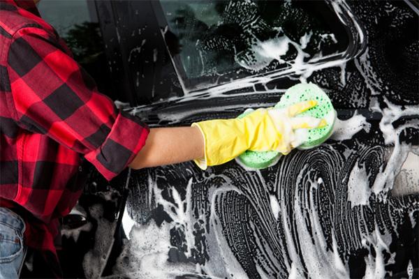 コーティング施工車を洗車する